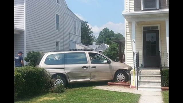 Vehicle Crashes into Home in Hagerstown