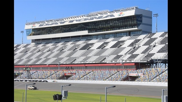 Front Stretch_-7228676789657582510